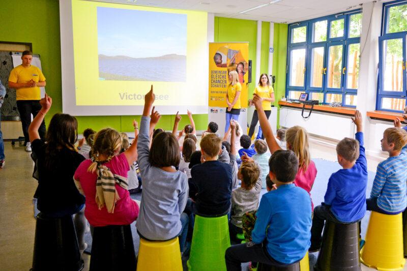 Schulbesuch - Globales Lernen - Infomobilvortrag