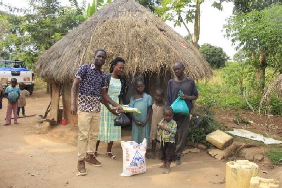 Kamuli, Uganda, Hilfslieferung für Schülerinnen